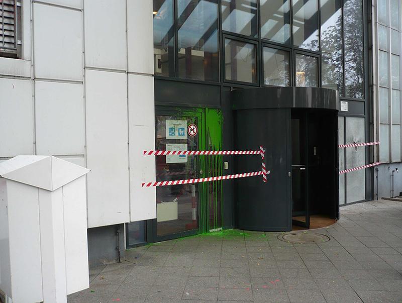 jobcenter_pankow_anschlag_01