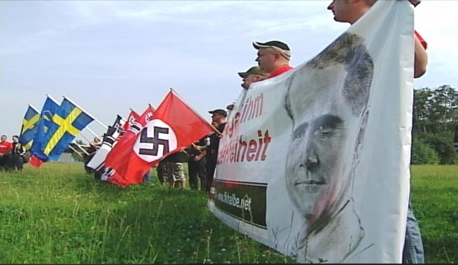 Hardt (rotes Shirt, Mütze) und Bergeest beim Hess-Gedenkmarsch in Kolding (DK) 2005